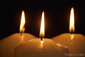 90_20_16-three-advent-candles_web