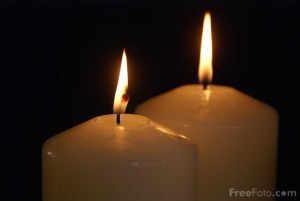90_20_8-two-advent-candles_web